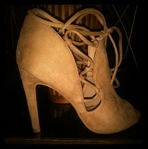 Tan Cape Robbin Lace up Heels- Size:8 👠